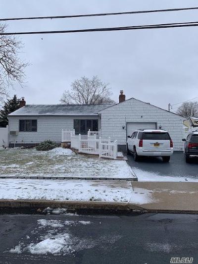 Lindenhurst Single Family Home For Sale: 15 E Merritt St