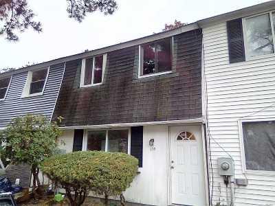 Calverton Condo/Townhouse For Sale: 179 Hill Cir