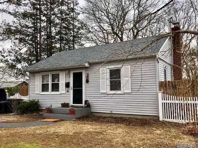 Islip Single Family Home For Sale: 76 Manhattan Blvd