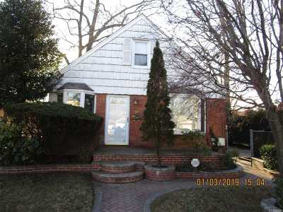 Valley Stream Single Family Home For Sale: 54 Blossom Row Row