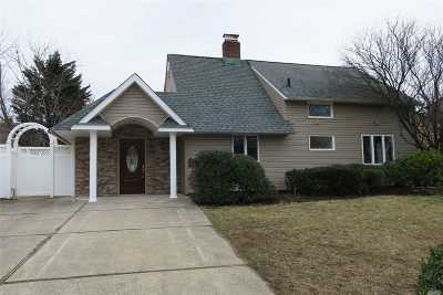 Levittown Single Family Home For Sale: 16 Prentice Rd
