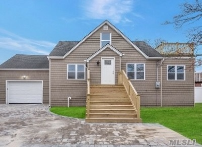 Lindenhurst Single Family Home For Sale: 25 Surf Rd