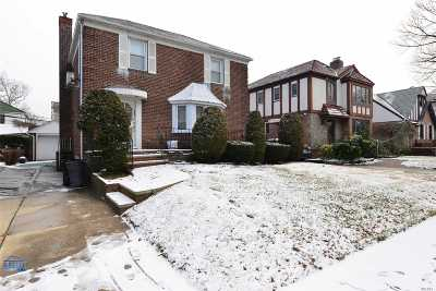 Fresh Meadows Single Family Home For Sale: 75-07 190th St