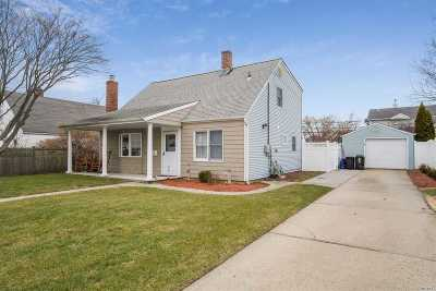 Levittown Single Family Home For Sale: 5 Crest Ln