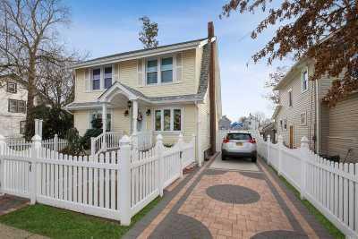 Hempstead Single Family Home For Sale: 100 Albemarle Ave