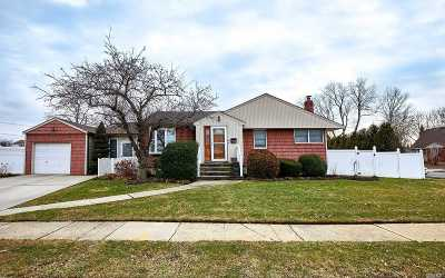 Seaford Single Family Home For Sale: 5013 Maywood Dr