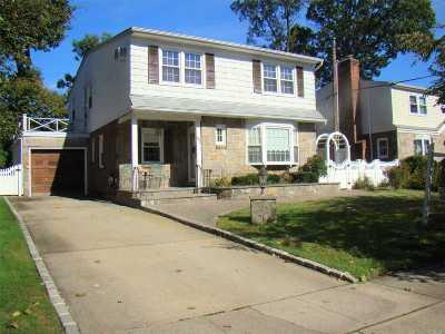 New Hyde Park Single Family Home For Sale: 55 Oak Dr