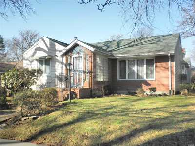 Bayside Single Family Home For Sale: 214-17 64 Ave