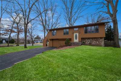 Smithtown Single Family Home For Sale: 32 Nowick Ln