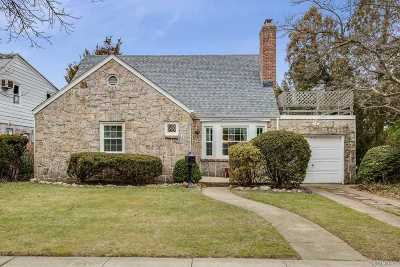 New Hyde Park Single Family Home For Sale: 5 Primrose Dr