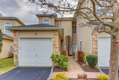 Hauppauge NY Condo/Townhouse For Sale: $529,000