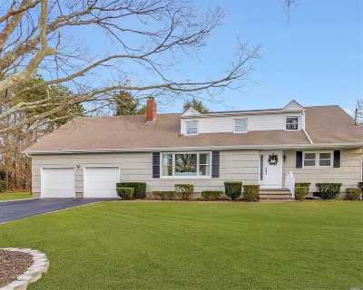 East Moriches Single Family Home For Sale: 15 Woodbine Ln