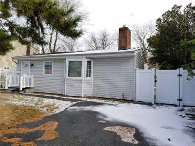 West Islip Single Family Home For Sale: 847 East Bay Dr