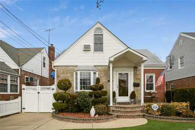 Franklin Square Single Family Home For Sale: 1040 Cathedral Ave