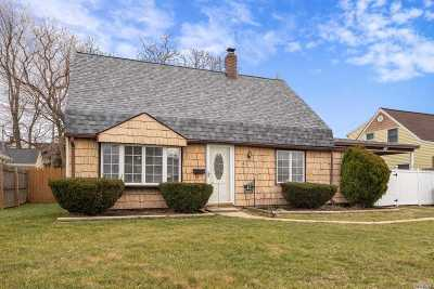 Levittown Single Family Home For Sale: 47 Pinetree Lane