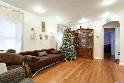 Fresh Meadows Single Family Home For Sale: 188th St