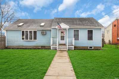 East Islip Single Family Home For Sale: 32 Freeport St