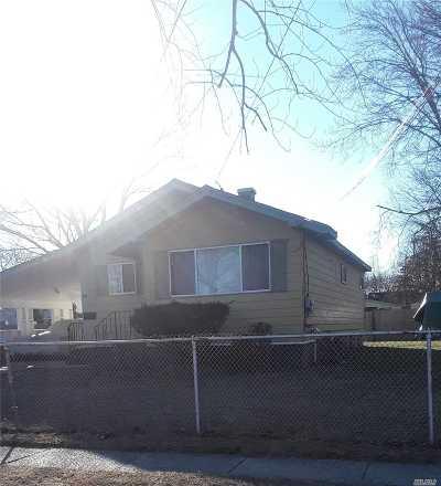Central Islip  Single Family Home For Sale: 50 E Chestnut St