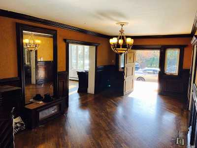 Lawrence Single Family Home For Sale: 290 Breezyway