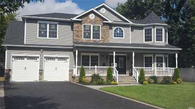 Plainview Single Family Home For Sale: 79 W Cherry Dr
