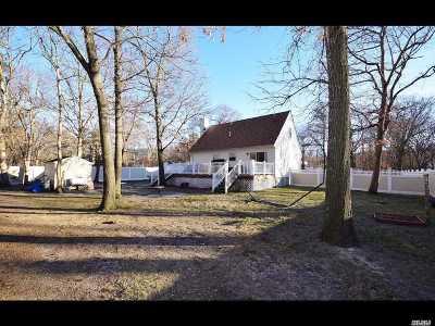 Medford Single Family Home For Sale: 137 Norfleet Ln