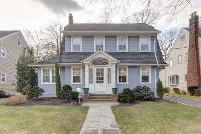 Rockville Centre Single Family Home For Sale: 40 Westminster Rd