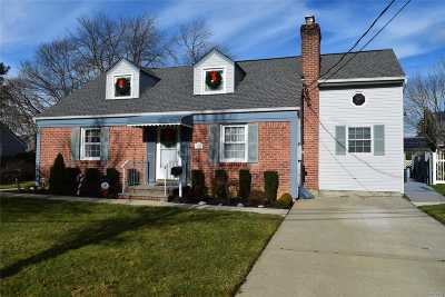 Wantagh Single Family Home For Sale: 3357 N Maplewood Dr