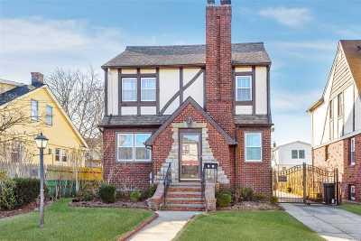 Single Family Home For Sale: 71 Davis St