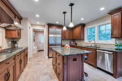 Centerport Single Family Home For Sale: 2 Morahapa Rd