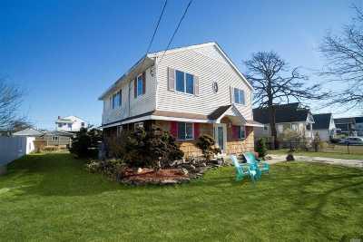 Babylon Single Family Home For Sale: 57 Annuskemunnica Rd