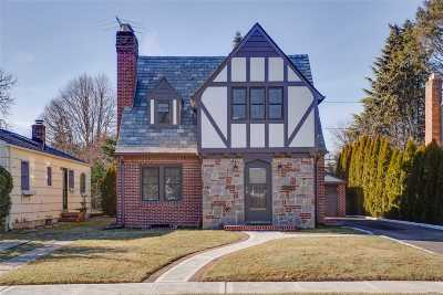 Garden City Single Family Home For Sale: 214 Kensington Rd