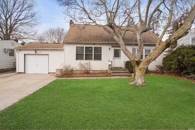 Huntington Single Family Home For Sale: 23 Adelaide St