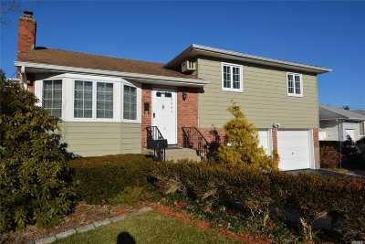 Smithtown Single Family Home For Sale: 5 Estate Rd
