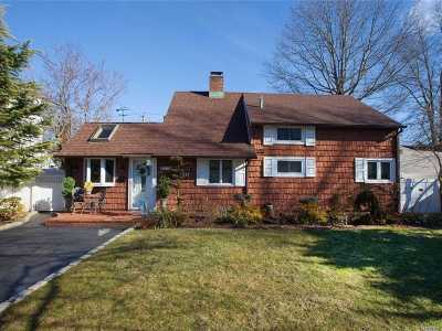 Hicksville Single Family Home For Sale: 21 Arcadia Ln