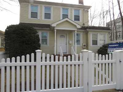 Hempstead Single Family Home For Sale: 14 Lincoln Blvd