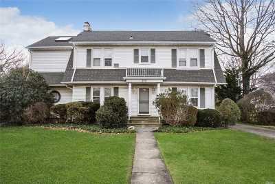 Garden City Single Family Home For Sale: 214 Nassau Blvd