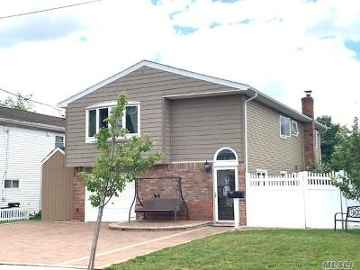 Wantagh Single Family Home For Sale: 2615 Mariners Ave