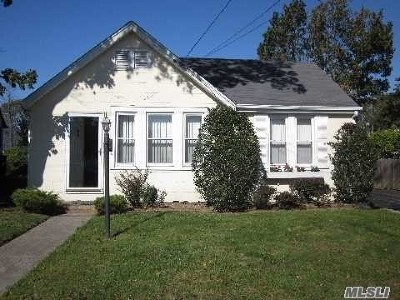Merrick Single Family Home For Sale: 31 Willis Ave