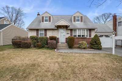 Bethpage Single Family Home For Sale: 25 Cheshire Rd