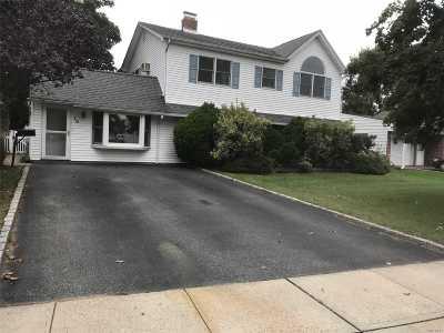 Hicksville Single Family Home For Sale: 10 Cinder Ln