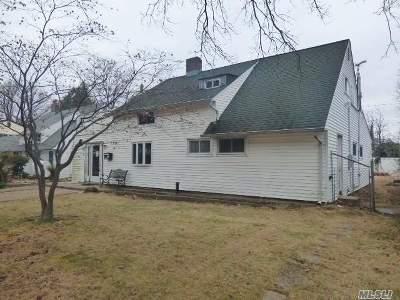Westbury Single Family Home For Sale: 1983 Salisbury Park Dr