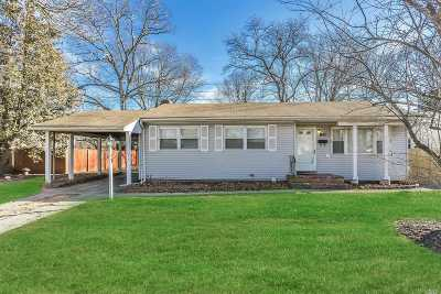 Centereach Single Family Home For Sale: 90 Eastwood Blvd