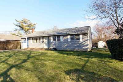 Southampton Single Family Home For Sale: 16 Hillcrest Ter