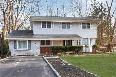 Hauppauge Single Family Home For Sale: 29 Swallow Ln