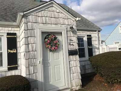 Levittown Single Family Home For Sale: 112 Harvest Ln