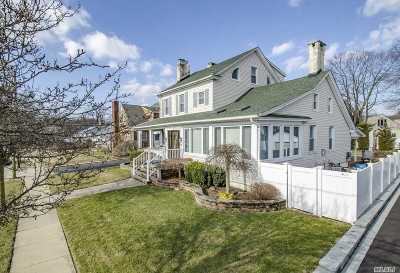 Merrick Single Family Home For Sale: 160 Bedford Ave