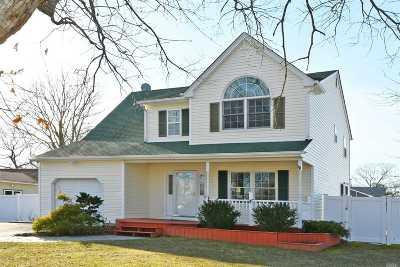 Holtsville Single Family Home For Sale: 160 Abner Dr