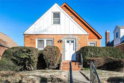 Fresh Meadows Single Family Home For Sale: 69-37 184th St