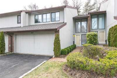 Jericho Condo/Townhouse For Sale: 163 Foxwood Dr