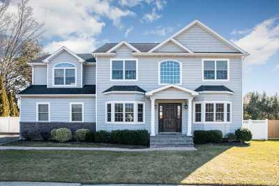 Syosset Single Family Home For Sale: 16 David Dr